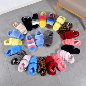 2021 Xmas Novas Mulheres Femininas Botas Moda Peles Casa Chinelos Mulher Plataforma Plana Pelúcia Indoor Fashionable Sapatos Fuzzy Fluffy Chinelos Sandálias