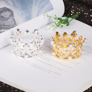 Мини Маленькая корона, день рождения торт украшения золото посеребренные горный хрусталь жемчужные дети украшают волосы аксессуары ювелирных изделий горячие продажи 1 8dk M2