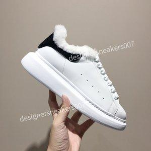 2021TOP New Womans Black Triple Black Mode Flache Socken Stiefel Freizeitschuhe XRX191015