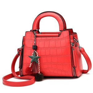 Women's bag autumn and winter fashion fashion five pointed star pendant Decoration women's popular one Shoulder Messenger bag