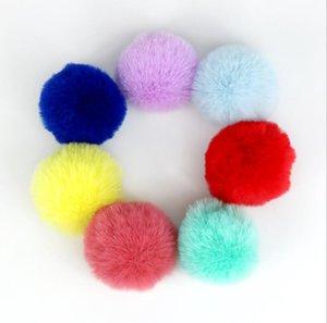 Piel artificial bola de lana llavero colgante de la bola suave Pom Poms llavero bola precioso para el llavero del encanto del bolso punto Hat Accesorios AHC3683