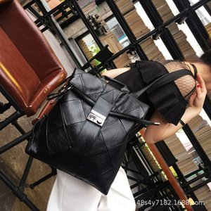 2020 New Genuine Leather Backpack Large Capacity Stitching Backpack Womens Lock Soft Leather Womens Bag High-End All-Match Travel Bag