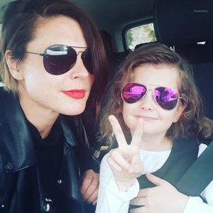 Classic Kids Boy Girls Sunglasses Color Cine Sunglasses Children's Bright Baby Tendencia Glasses para niños1