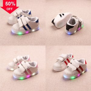 Bambini LED Flash Scarpe per bambini Cute Wings Scarpe colorate LED Glowing Baby Boys e Scarpe Scarpe Light Las Led Fiber Ottic Girls Sneakerschargin