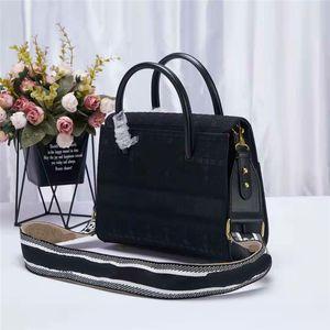 Дизайнерская сумка буква вышивка Flip Cover Luxurys Golden Hardware женские сумки с длинными ремешками сумки из чистого цвета Crossbody сумка 30D