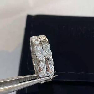Titanyum çelik aşk yüzük erkek ve kadın stilleri dış halka katmanı elmas desen küçük koku yüzük ambalaj güzel