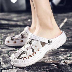 SAGACE 2020 sandali degli uomini nuovi di estate di stile della spiaggia degli uomini Scarpe Hollow foro respirabile Infradito slittamento non sandali degli uomini zoccoli Fuori