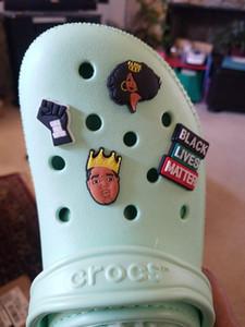 Charms Zapatos Black Lives Matter Shoes Croc Zapatos Charms BLM Hebillas de zapatillas Decoración para Clog Fiesta de cumpleaños Favores Accesorios de zapatos DHL Gratis
