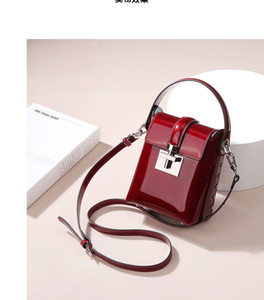 Rivet 2020 new leather women's hand-held messenger fashion lock patent-leather mini camera bag Q1117