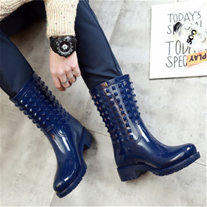 Lady Kauçuk Moda Kadın Perçinler Galothes Rainboots Kaymaz Kızlar Su Geçirmez Wading Çizmeler PVC Gumboots Yağmur Ayakkabı Q1216