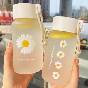 500ml Kleines Gänseblümchen-transparente Kunststoff-Wasser-Flaschen kreative mattierte Wasserflasche mit tragbarem Seil Reisen Teetasse HH9-3680