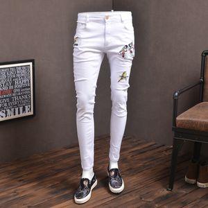Mode Mens Skinny Jeans Elastic White Streetwear Boîte Broderie Jean Pantalons pour Cowboys Hommes P86
