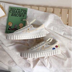 2020 Nuove scarpe da primavera Canvas Versione coreana delle scarpe da donna Harajuku Biscotti di tendenza Casual All-Match Basic Scarpe bianche