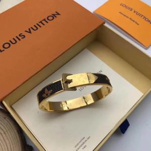 2021New Ankunftsgröße 17 cm hochwertige braune farbe leder mono gram blumen armreifen vergoldet pu armband edelstahl armbänder