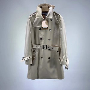2020 new classic double-breasted slim trench coat with first-class upper body, neat lines and stiff fabrics. Each button has a unique textur