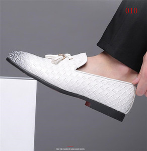 2019 New Dandelion Spikes Flat Leather Shoes Rhinestone Fashion Mens Loafers Dress Shoes Slip On Casual Diamond Pointed Toe Shoes