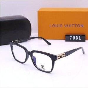 2020 Últimas gafas de sol en venta Estantes Las últimas listas Gafas de sol para Unisex Cuadrado Marco completo Popular Vintage Style Gafas de alta calidad COM