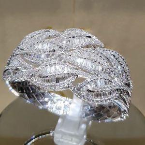 Hot Selling Hot Ring Fashion Ladies Diamond Anillo Exagerado Anillo de bodas Fábrica Joyería directa Suministro al por mayor