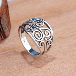 Vintage Female Flower Hollow Finger Ring Unique Style Party Wedding Rings For Women Ethnic Silver Color Love Engagement Ring