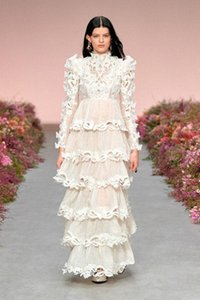 Australian lady dress cake dress white 2021 early spring vintage water hollow-out embroidery three-dimensional floral pleated dress