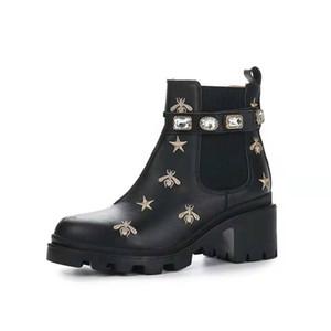Botas cortas de las señoras del diseñador de las señoras 100% Cuero de vaca clásico de lujo de lujo zapatos de mujer de cuero botas de tacón alto moda diamantes martin botas tamaño 35-