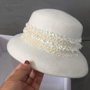 New Fashion White Wide Brim Wool Felt Hat Floppy Lace Band Cloche Bucket Bowler Hat Women Wedding Church Dress Hat