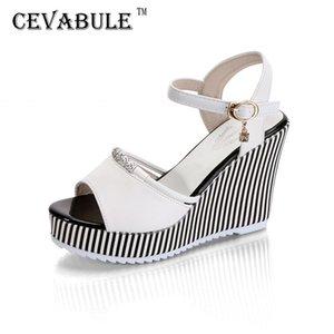 Cunhas de plataforma de verão de verão cunhas impermeável 10 cm super salto alto mulheres sapatos Gingham PVC Sandálias HYKL-922 Q1217