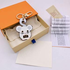 Key Key Key avec boîte et chaîne 2021 Fashion Designer Sac Lettre Portefeuille Porte-clés Poussière Unisexe Cuir Souris Souris à la main Boucle Patt Ncudo