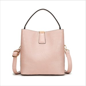 2020 classic womens solid small crossbody bag clutch leather uomo Genuine Leather totes Plain womens PVC saddle bag cross body waist bags