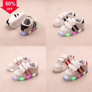 NUOVI BAMBINI Sport Boy Soft LED Las Light Light Flash Shoe Fibra ottica Sole Sandali Sole Sneaker Scarpe Anti-slip LED Luce luminosa per bambini luminosi # 5060