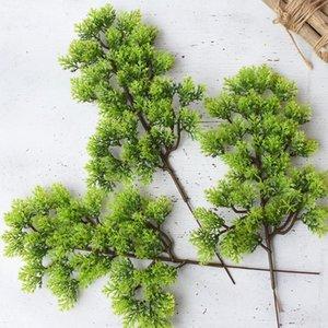 4pcs 소나무 분기 인공 플라스틱 노송 나무 크리스마스 장식 녹지 꽃 잎 화환 DIY 인공 식물