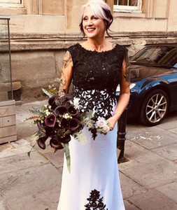 Vintage White and Black Lace Mother of the Bride Dress Mermaid Sleeveless Jewel Neck Appliques Formal Wedding Party Gowns Long Evening Dress