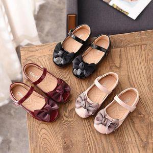 Chaussures enfants Princesse Chaussures Rouge Rose Noir Sandales enfants en cuir Party Dress Flat Cat Filles Sandales bébé Sneakers Casual