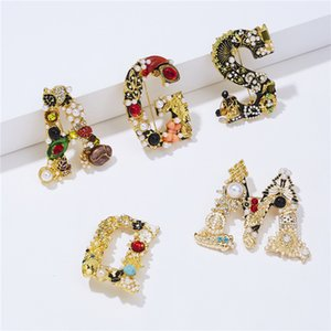 Pearl Initial Letter Brooch Fashion Crystal Rhinestone Buttons Personalized Alphabet Pins for Clothes Coat Christmas Decor Kimter-K130FA