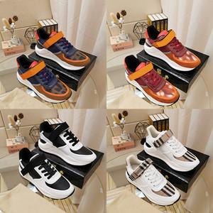 Burberry Burberr Высокое высокое качество Brand Бур Mens Тройной Runner обувь Повседневная мода сапоги Дизайнер Luxe Мужчины Спорт Теннис Тренажёры Белый Черный кроссовки