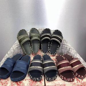 Nouvelles femmes pantoufles de coton brodé plate-forme de coton à floc de floc de flop Toile plate muletier Lady Designer Sandales Summer Styliste chaussures imprimé pantoufle