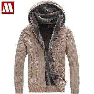 Sweaters d'hommes chauds chauds d'hiver / Doublure de fausse fourrure décontractée manteau de pull tricoté pour hommes design Cardigans à capuche de grande taille à 5XL D447