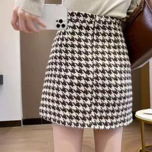 The new ladies floral skirt fabric is comfortable and easy to take care of the upper body looks good and the effect is obvious