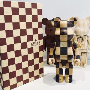 Dhl- bearbrick 400% ornamenti di scacchi ornamenti reticolo decorazione della decorazione domestica accessori in legno orso bambola figura giocattolo 280mm all'ingrosso