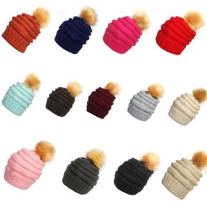 2021 Unisex Trendy Hats Winter Knitted Fur Poms Beanie Label Fedora Luxury Cable Slouchy Skull Caps Fashion Leisure Beanie Outdoor Hats F898