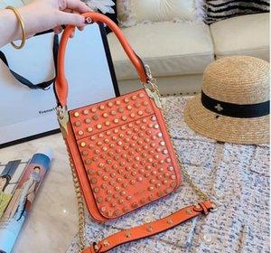 Mode Hadbags Femelle Sac à bandoulière Femme Sac Sac de haute qualité Rivet Cowhide Nouveau Top Rank Mince Taille Rétro Design Spécial Populaire
