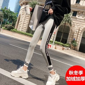 Leggings de deportes Otoño e invierno Outer de felpa Outer Letter apretado letras espesadas Pantalones de moda gris