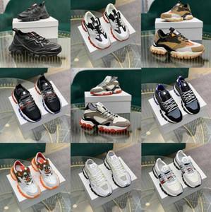 Top Quality Italianer Designer Mens Hi Top Sneakers Itália Triple S Couro De Couro Plataforma Treinadores Preto Branco Casual Loja Laces Sapatos