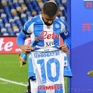 레트로 Maillot Maradona Napoli 축구 유니폼 네 번째 플레이어 버전 기념 Diego Maradona 축구 셔츠 재고 있음