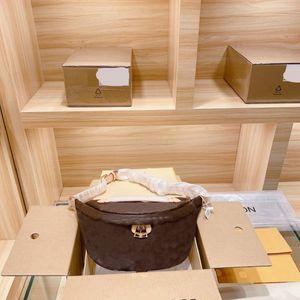 Taille de la conception de la poitrine Womens Crossbody Sac Fashion Lettre Imprimer Voyage de luxe Voyage Vintage Style de qualité supérieure Sacs dames