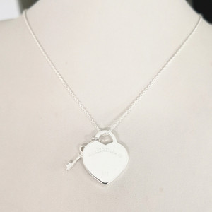 2021 New 1:1 Ladies Sterling S925 Classic Popular Heart-shaped Sier Key Pendant Necklace Jewelry Couple Holiday Gift U4fp