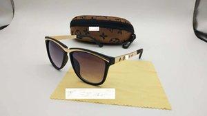 Высококачественные роскоши дизайнерские солнцезащитные очки мужчины женщины мода солнцезащитные очки UV400 сплава сплава винтажные металлические петли очки с пакетом