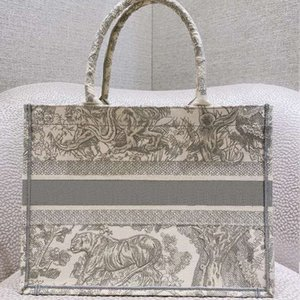 2021 new luxury big-name shopping bag with embroidered tiger pattern, large-capacity handmade double-sided flower