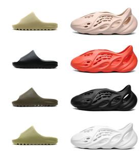 2021 Top Quality Men Women Shoes Beach slippers Kanye Foam Runner Desert Sand Earth Brown Resin Bone Triple White Black Sandals Mens Sneaker