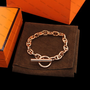 Luxurys Designers Bracelete Simple Chain Metal Retro Bracelet Female Hollow Character OT Bracelet haut de gamme